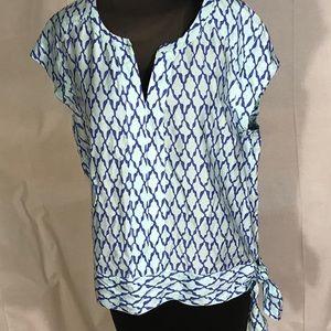 Vineyard vines side tie shirt. Size 12
